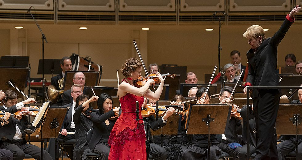 Hilary Hahn with Marin Alsop and the Chicago Symphony Orchestra © Todd Rosenberg Photography
